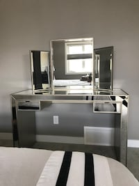 Beautiful Mirror Vanity For Sale!!! Edmonton