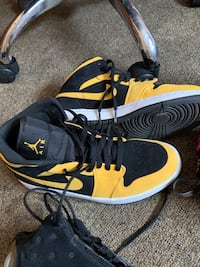 Black-and-yellow air jordan basketball shoes Washington
