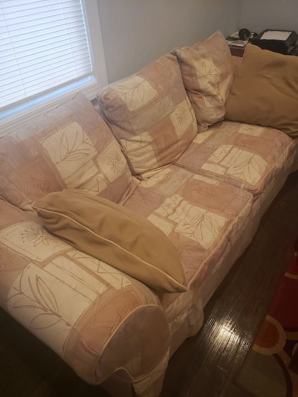 Queen sleeper sofa and matching loveseat; 730735ef-29ce-41fb-a9fd-3ccff6469578