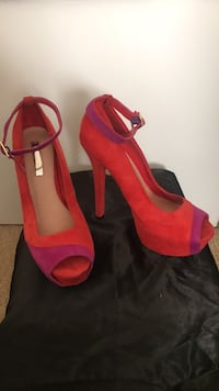 pair of pink open toe ankle strap pumps Chesapeake, 23320