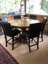 Oak round pedestal table and 6 stools