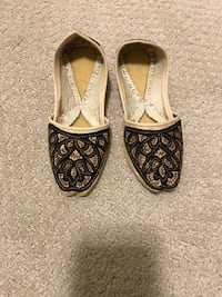 pair of black-and-brown leather flats Milton, L9T 5K9