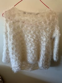 Guess sweater Xs like new Vancouver, V5R 4E5