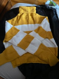 yellow and white cropped turtleneck (small)