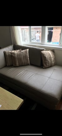 Couch In very good condition Vaughan, L4L 1H8