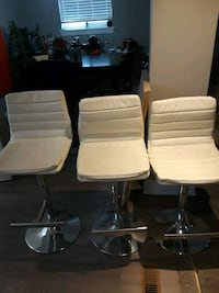White faux leather bar chair. Decent condition Brampton