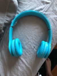 Beats Blue and black beats headphones Burlington, L7M
