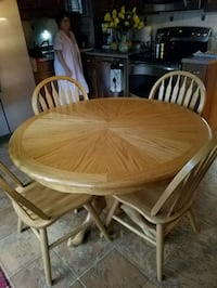 round brown wooden table with four chairs dining set Winchester, 22602