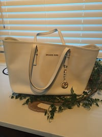 Michael Kors white tote (excellent condition) Laval, H7N 1S6