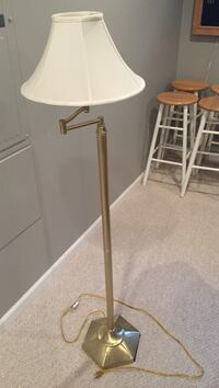 brass-colored and white floor lamp Round Hill, 20141