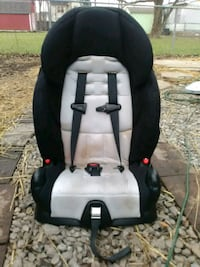 child's black and white vehicle safety seat Shepherdsville, 40165