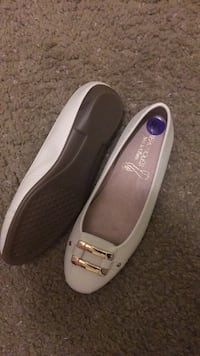 pair of gray leather flats Saginaw, 48602