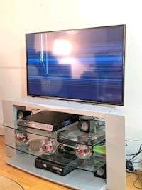 Tv and Samsung stand Vaughan, L4J 8K1