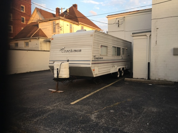 2003 coachman 26 ' sleeps 6 self contained stove oven microwave refrigerator gas and electric everything in great shape needs  awning 653c8fa2-12b1-4f2a-a7e6-0ac899701359