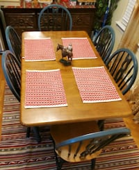 Kitchen dinner table and 6 chairs