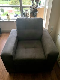***GREY LOUNGER CHAIR*** Toronto, M9W 1E1