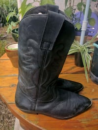 pair of black leather cowboy boots London, N6B 0A1
