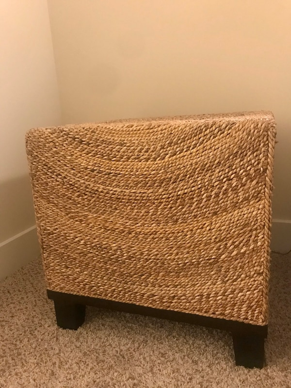 Wicker End Table 25297899-6cfd-4285-ae75-1cabf936c850