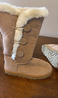Ugg boots size 8 Norton