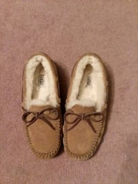 UGG slippers size 8 excellent condition porch pick Bel Air, 21015