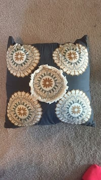 back and brown throw pillow Perrysburg, 43551