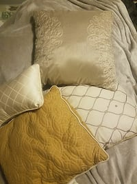 4 Throw pillows  Frackville, 17931