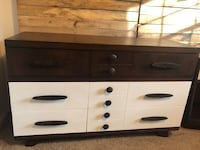 Mid century dresser and side table Cleveland, 37311