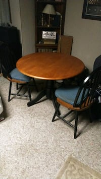 table 2 chairs good condition Saint Thomas, 17252