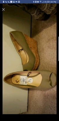 Green with a Brown bottom pumps Odessa, 79762
