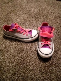 Girls size 11 1/2 converse shoes East Bank, 25067