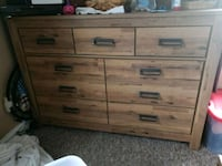Queen size bed and 2 night stands and 2 dressers Martinsburg, 25401