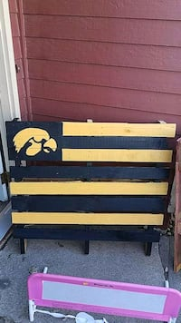Iowa Hawkeyes Hand Pained Pallet Sioux Falls, 57110