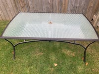 Patio table. Good condition  Edmonton, T5Y 1P2