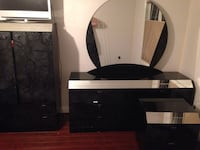 King size mirror head board included with two night stands Toronto, M1V 1G5
