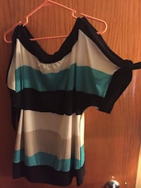 Women's size 17/18 top West Chicago, 60185