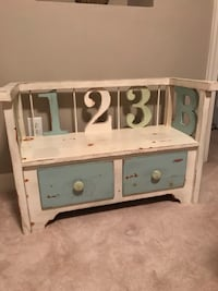 Solid wood Bench with drawers. ADORABLE! Virginia Beach, 23454
