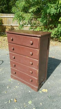ugly brown color 5 drawer dresser Danvers, 01923