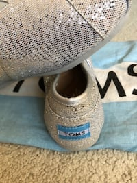 pair of gray Toms slip-on shoes Richmond, V7A 2N7