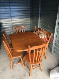 Solid oak dining set. double foot pedestal. table + 6 chairs. Mississauga, L5N