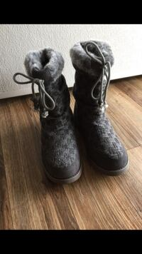 pair of black-and-gray sheepskin boots Woodbridge, 22191