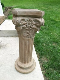 Lightweight column stand to hold flowers etc Hanover, 17331