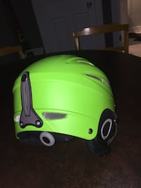 Green fiveFourty helmet only used 4 times  Keswick, L4P 3K9