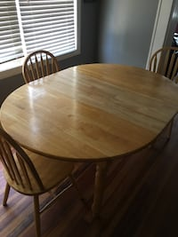 Kitchen Table & matching chairs (good condition and great for beer pong)