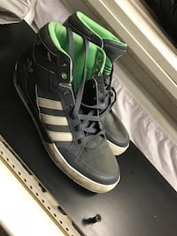Men's Adidas Size 10 Shoes  Toronto, M9W