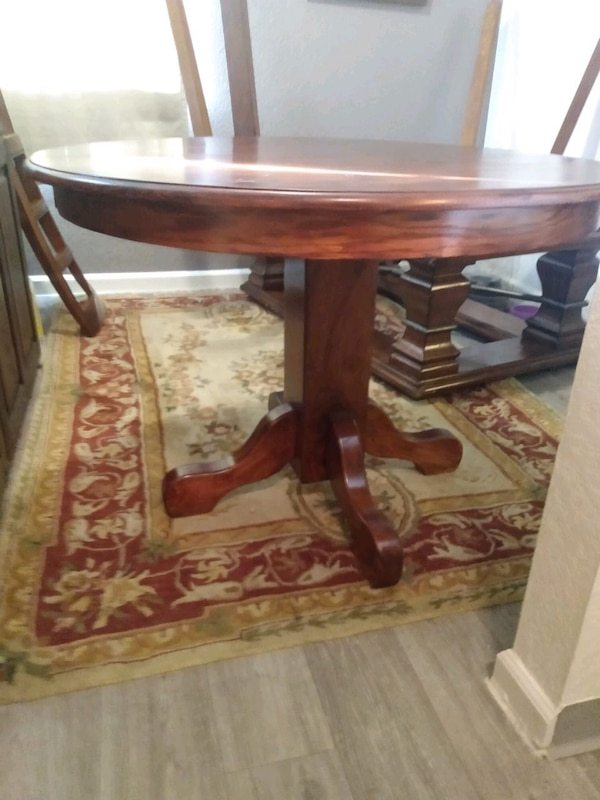 kitchen table with chairs  57d79a4d-c816-49db-9978-27f57a81a523