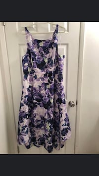 Floral purple dress with highlow bottom in size 16 Burnaby, V5E 3C4