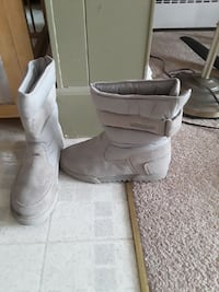 pair of gray suede snow boots size 9