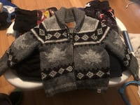 ISO Size 6 or 7 Sweater Hamilton, L8H 6A2