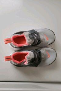 GIRLS TODDLER SIZE 10 NIKE SHOES Brampton, L6Y 2P9