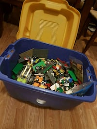 Bin of lego all made by lego (Barrie) $200 firm. Barrie, L4M 3J4